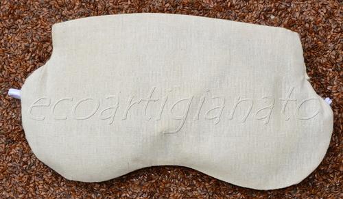 Mascherina Relax Occhi Con Semi Di Lino Bio. Questo cuscino è molto efficace per rilassare gli occhi, la leggera pressione dei semi di lino unita alla sensazione di freschezza sono ideali per riposare occhi affaticati.