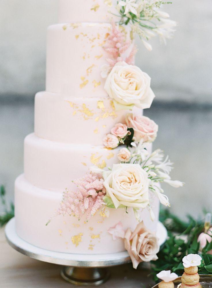 blush pink and gold wedding cake | Photography: Jacqui Cole #pinkweddingcakes