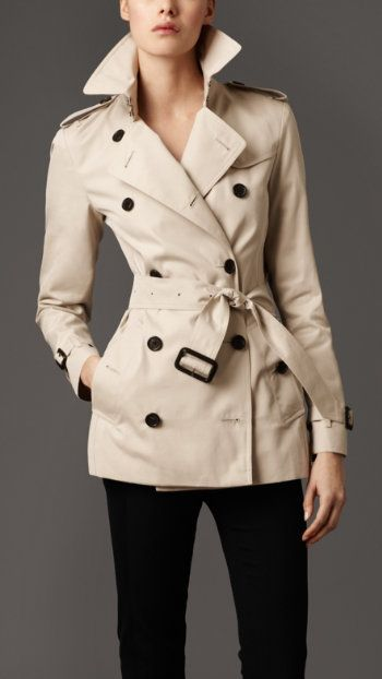 Burberry trench, so classic.. Need this for next fall <3