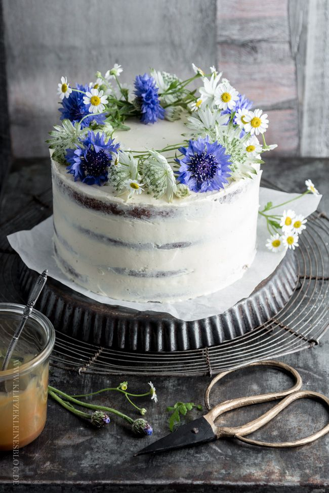 17 best images about sweets cake decorating on - Banana cake decoration ...