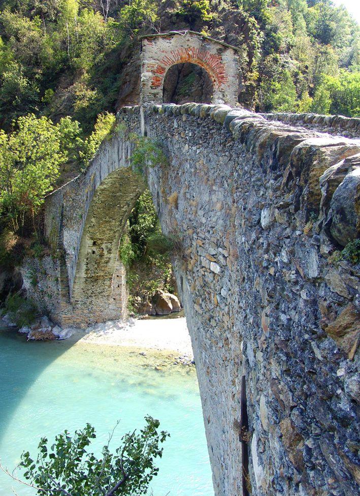 Valli di Lanzo,  ponte del diavolo - Piemonte http://www.ilconvitodellavenaria.it/valli.php?IDmenu=1