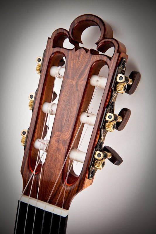 Traditional Classical Guitar, Crown Detail