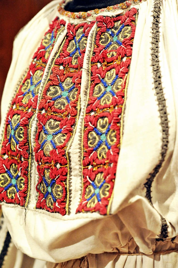 Romanian blouse detail. OIANU-LOWENDAL Collection - by Simona Dragan BS