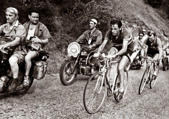 Fausto Coppi and Jean Robic ascend l'Alpe d'Huez with stem-mounted water bottles