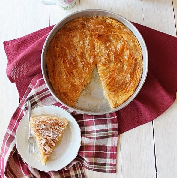 Μια πανεύκολη και υπέροχη γαλατόπιτα. Για να την απολαύστε τη ζεστή και μοσχοβολιστή και άν περισσέψει να ... φιλέψετε και τους καλεσμένους σας... Πηγή