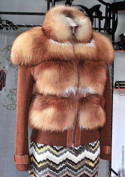 Купить или заказать Курточка из меха лисы в интернет-магазине на Ярмарке Мастеров. Курточка изготовлена из меха лисы и трикотажа.Из натуральной кожи изготовлены паты на трикотажных рукавах и планка.Металлический блеск фурнитуры оживляет внешний вид изделия.