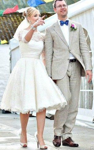 Vintage 3/4 Sleeved Bateau Neck Ball Gown Lace Short Knee Length Wedding Dress
