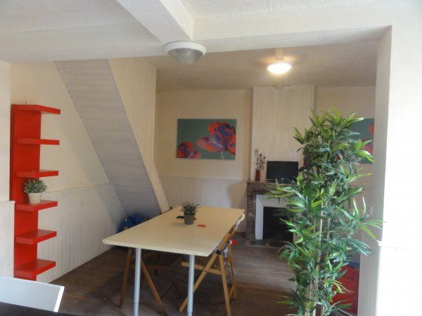 #Women #Bed - Hostel in Paris,  happy to see the women from all over the world sharing their experiences and points of view. From 19€