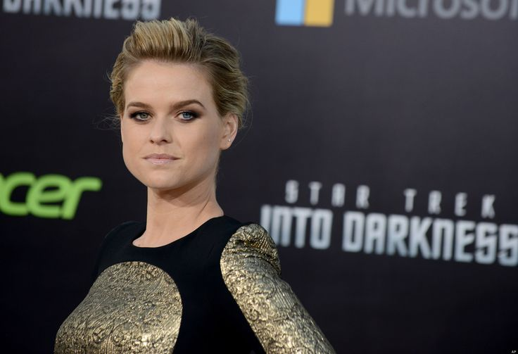 'Star Trek' Actress Alice Eve Suspects NASA Is Hiding Proof Aliens Exist