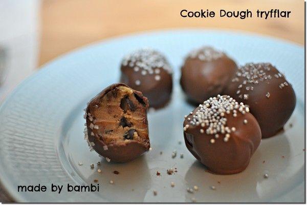 Här kommer en gammal favorit. Det är ju så gott med hemmagjorda chokladtryfflar och sista och äta på jullovet. Jag har tänkt göra lite olika julgodisar som man bjuda gästerna på. Kanske en av dom blir dessa godingar – cookie dough tryfflar. Om ni gillar Ben & Jerry's cookie dough glass så kommer ni älska […]
