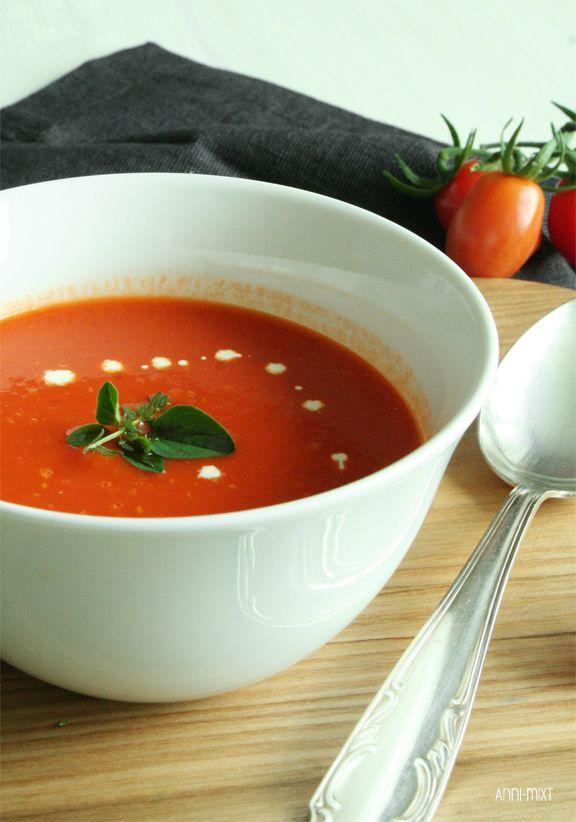 Heute jedenfalls sind die Tomaten dran, ich will endlich Feierabend und daher kommt diese schnelle Tomatensuppe gerade recht.