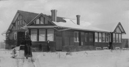 The Allen Bungalow, c. 1925. This is the large Edwardian farm house that still stands to the west of the Kerry Wood Nature Centre.