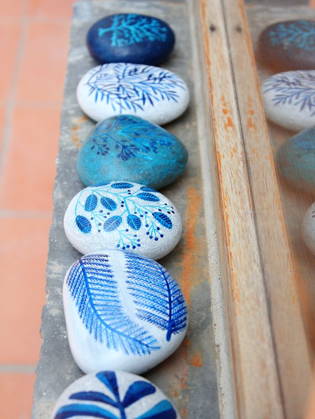 Geninne's blue painted stonesPainting Pebble, Art Blog, Painting Rocks, Painted Stones, Rocks Painting, Painted Rocks, Painting Stones, Crafts, Rocks Art