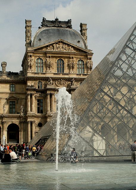 Il Louvre, Paris~    still can't believe they put that glass thing in front of the Louvre !!! horrible