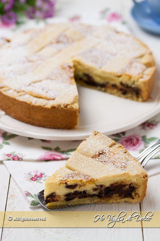 Crostata al mascarpone, ricotta e cioccolata ricetta facile e golosissima. Una crostata cremosa con tante gocce di cioccolato perfetta per ogni occasione.