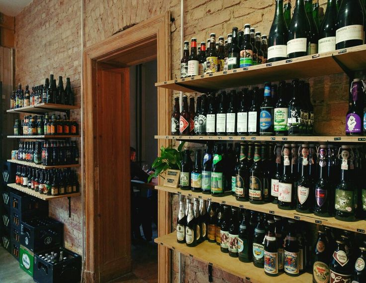 Lager Lager, cute bar and shop for craft beer