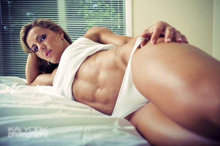 Female Form #StrongIsBeautiful #Motivation #WomenLift2 Juliana Malacarne