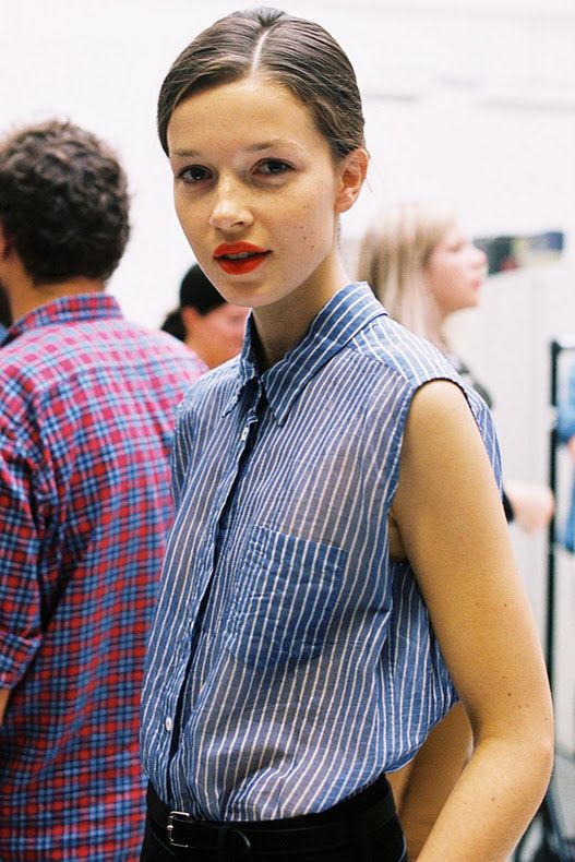 blue stripes button up blouse + red lipsVanessa Jackman, Style, Blue, Red Lips, Stripes, Hair, Lips Colors, London Fashion Weeks, Margaret Howell