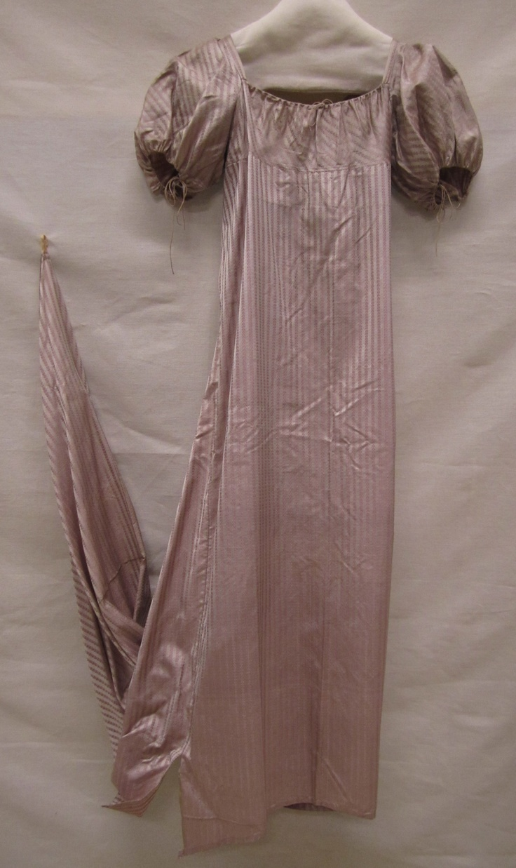 1807-10 ca. Dress with Train. Lavender and white striped silk. Gemeentemuseum…