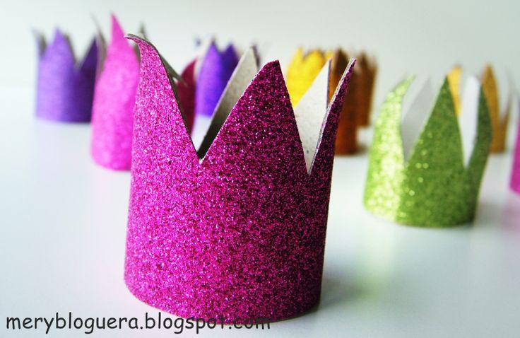 Mery bloguera: DIY: Coronas con rollos de papel higiénico.