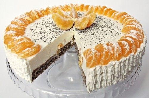 Mákos mandarintorta -  Hozzávalók      Hozzávalók 26 cm-es tortaformához     a mákos piskótához:     3 tojás     7 dkg cukor     5 dkg darált mák     3 dkg liszt     1/2 kávéskanál sütőpor     a krémhez:     50 dkg natúr joghurt     5-6 evőkanál cukor     15 g zselatin     1 teáskanál vaníliakivonat     3 dl tejszín     3 mandarin     a díszítéshez:     1,5 dl tejszín     6-7 mandarin     1 teáskanál mák porcukor