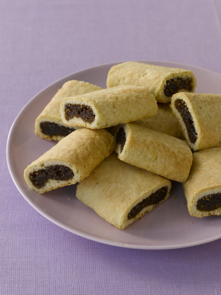 Although fig bars are standard American fare, fig-filled cookies are also  very traditional in Sicily, where they are called cucidati. I've decided to  merge the two and make a fig bar that is shaped like the industrially-made  one, but has some typical Sicilian seasonings in it for extra flavor.