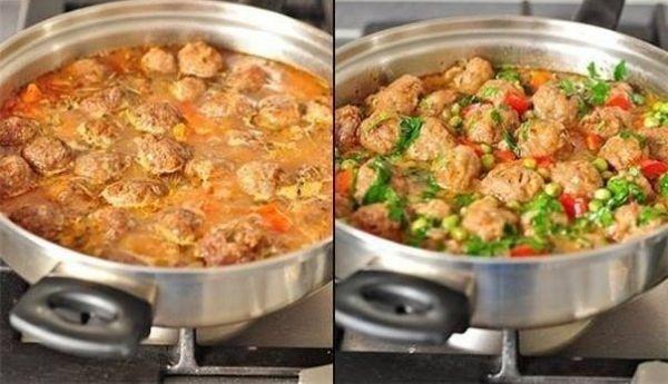 Рецепт Овощное рагу с фрикадельками Сначала сделаем фрикадельки.В блендере мелко нарезать репчатый лук, положить к луку фарш, соль, перец и хорошо про...