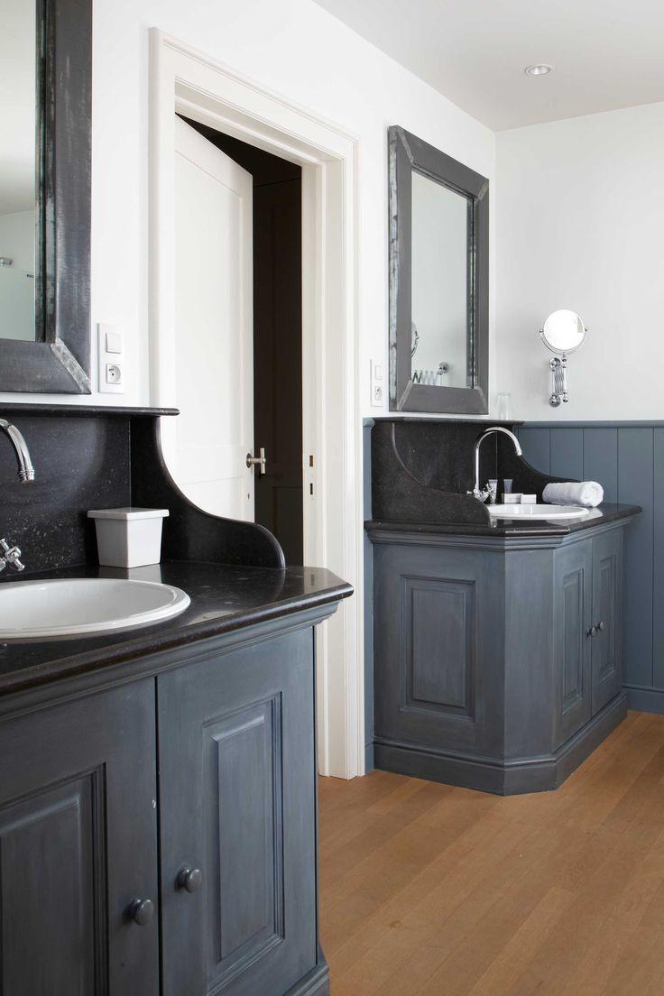klassiek badkamer lambrisering blauw