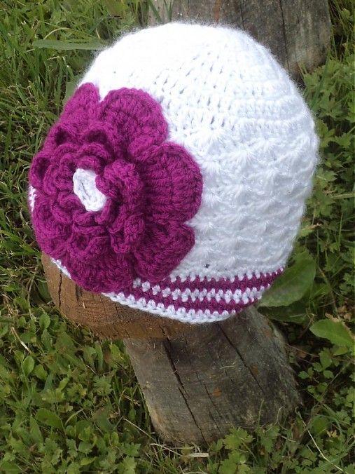 martafilip / čiapka biela s cyklámenovým kvetom...:)