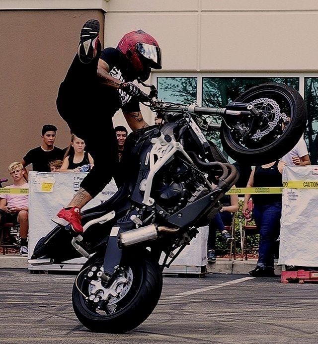 @rocstunts came out to @stunt_society bike comp! #kawasaki #636 #miami #sprinter #killswitch #wheelies #squid #stuntink  Repost by @druwws