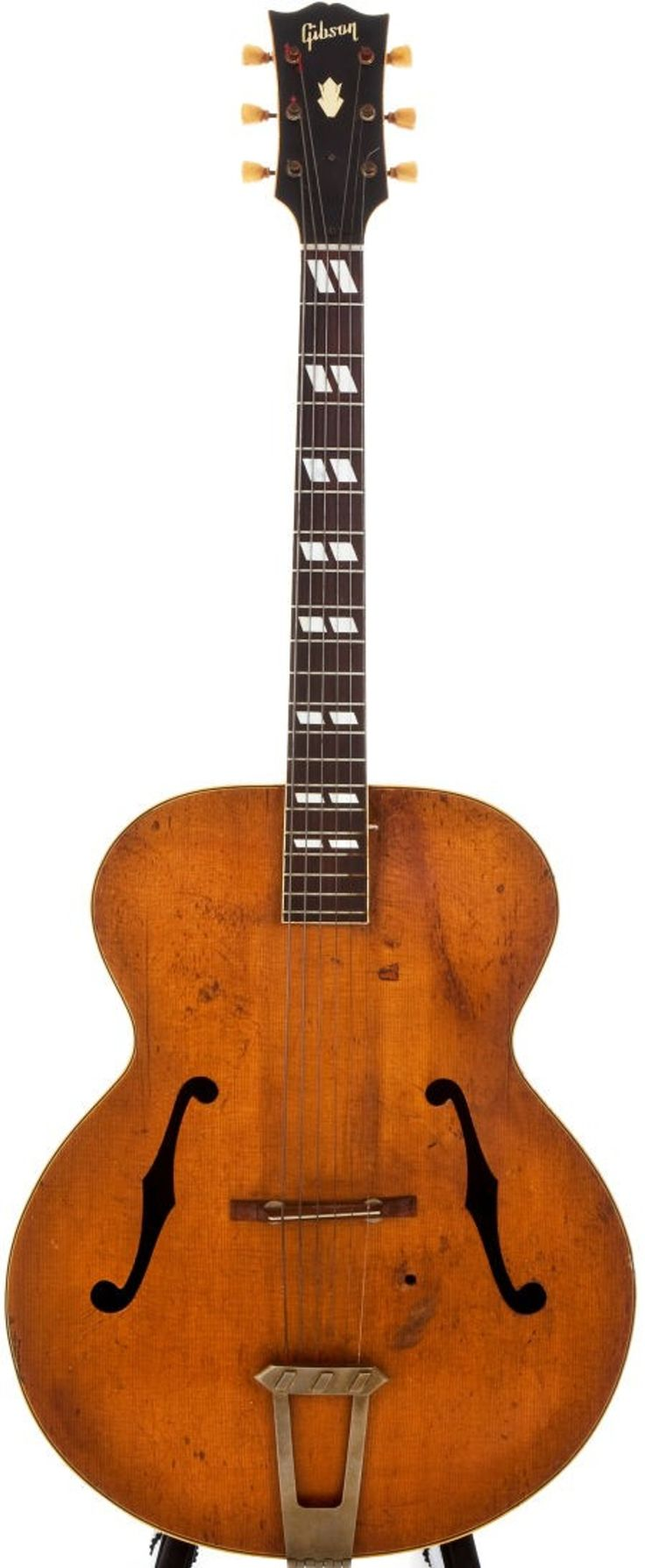 Lot: 54031: 1947 Gibson L-7 Natural Archtop Acoustic Guitar,, Lot Number: 54031, Starting Bid: $280, Auctioneer: Heritage Auctions, Auction: 2011 Guitar & Musical Instruments #7050, Date: October 22nd, 2011 PDT