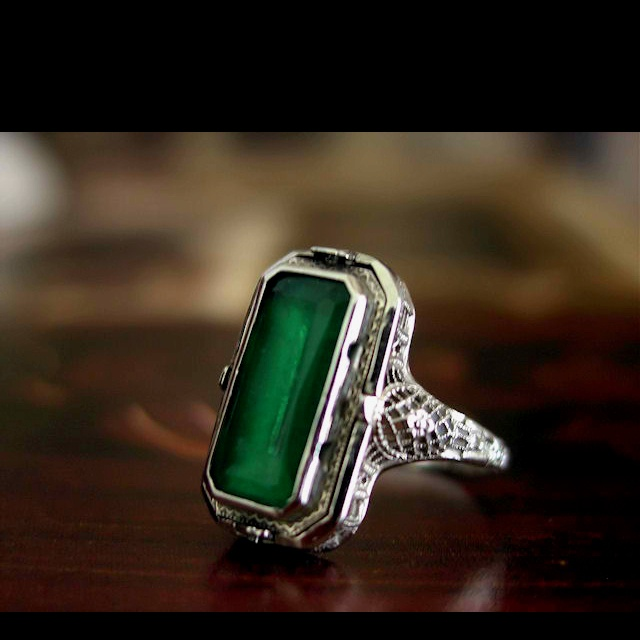 Antique emerald ring.  LUST!