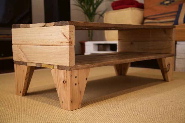 Table made with recycled pallet / Mesa hecha con palet reciclado / www.paletos.net / #palet #pallet #reciclado #recycled #diy #paletos #table