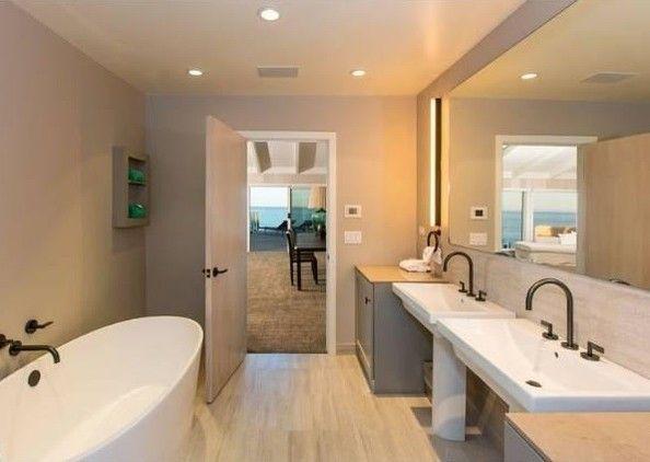 Washroom - Leonardo DiCaprio's Malibu Beach House - Photos
