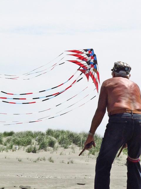 Ray Bethell Flying Three Kites by BCharmer, via Flickr