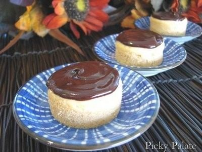SHORTBREAD COOKIE CRUSTED PEANUT BUTTER MINI CHEESECAKES WITH ...