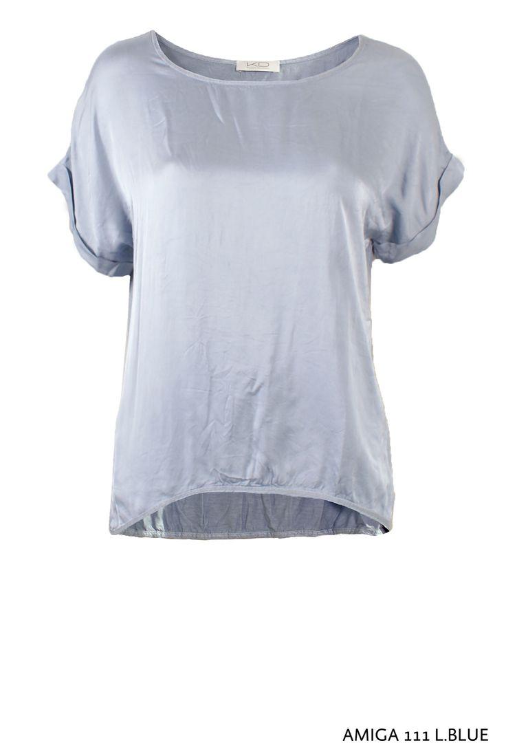 Amiga 111 Shirt L.Blue von KD Klaus Dilkrath #amiga #blouse #bluse #satin #shimmer #kdklausdilkrath #kd #kd12 #fashion #top #shirt #kdklausdilkrath #kd #dilkrath #kd12 #outfit