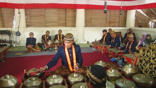Sekaten Solo : The Mystical Gamelan Nyai Guntur Sari from Surakarta,Indonesia (faster rythm)