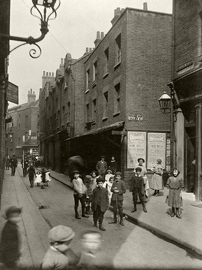 Credit: CA Mathew/Bishopsgate Institute At the corner of Sandys Row and Frying Pan Alley