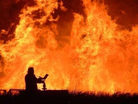 La Sicilia è in fiamme. Dieci incendi nell'Isola. In azione anche i Canadair