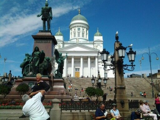 Senate Square with statue of Emperor Alexander II and Helsinki Cathedral.