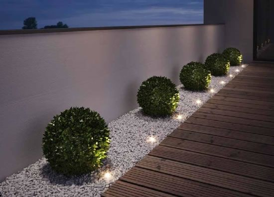Right in time for summer, Osram is expanding its line of Noxlite outdoor LED luminaires. New in the range is the Noxlite LED Garden Spot Mini. It adds even
