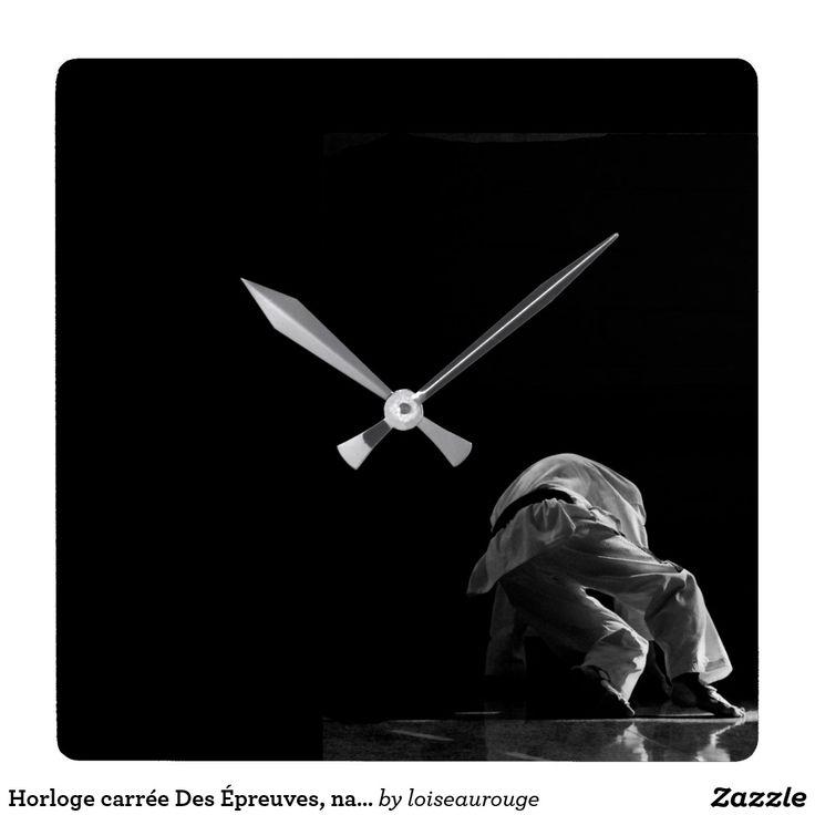 Horloge carrée Des Épreuves, naîtra la lumière