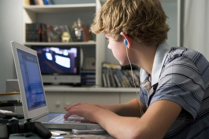 Teens who spend too much time on internet at risk of high blood pressure: study. The latest finding adds to a growing body of research showing a link between heavy internet use and increased health risks such as addiction, anxiety, depression, obesity and social isolation. http://www.lifealert.net/news/healthnews.aspx