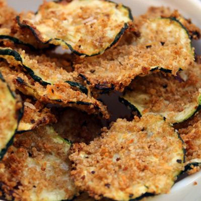 Oven Baked Zucchini Chips are only 99 calories per serving. Why hit the vending machine when you can have this yummy superfood snack?