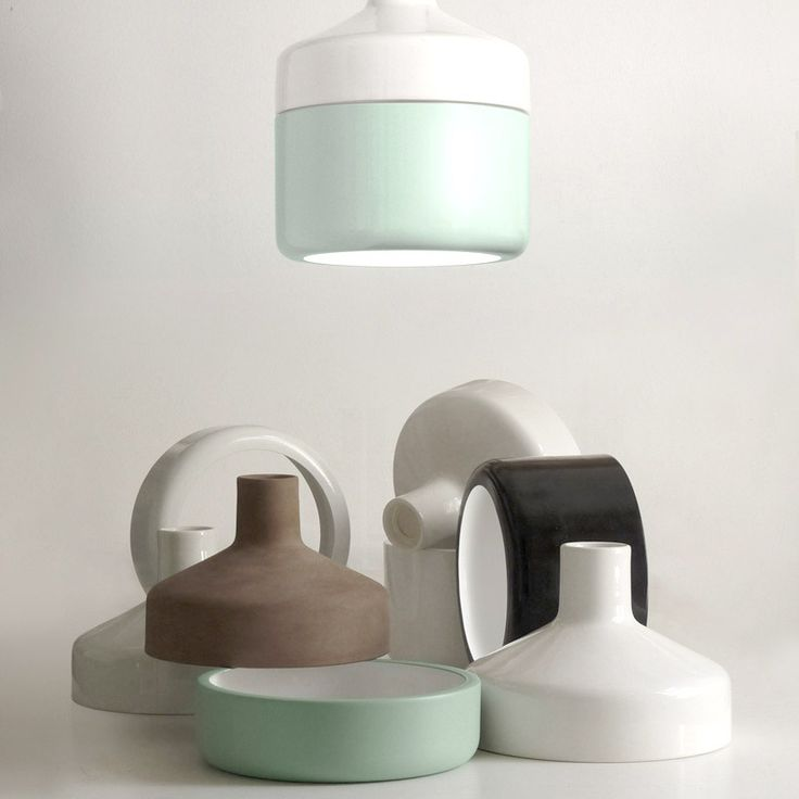 A3是一家两人组成的设计工作室 ,从事于灯具、布景、标牌、家具及各类用品的设计和研发。两位搭档——罗伯特•贝拉斯•德尔卡利尔(Roberto Beiras del Carril)和迭戈•卡柏林(Diego Caballín),对引人注目的产品细节和令人称奇的技术及外观品质格外注重。