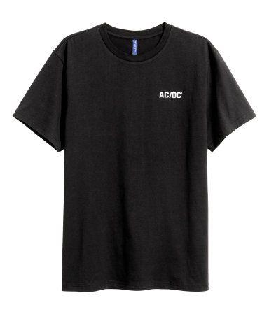 Zwart/AC/DC. Een T-shirt van katoenen tricot met een print.
