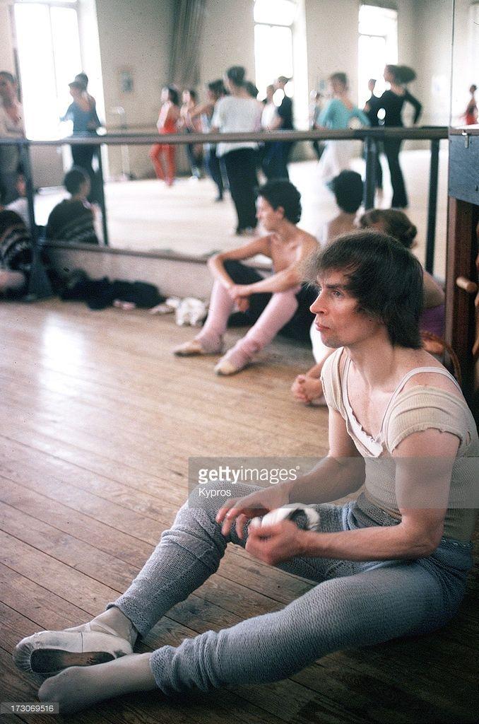 Russian ballet dancer Rudolf Nureyev (1938 - 1993), circa 1980.
