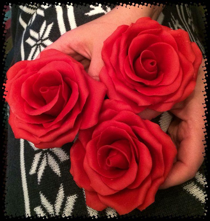 Rose in pasta di zucchero lavorate a mano handmade sugar roses