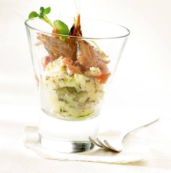 Puree van aardappel en kervel, grijze garnalen en pittige garnalensaus, in seizoen van augustus tot november.